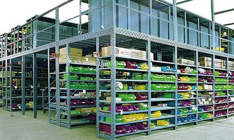 طراحی دکور مغازه با قفسه بندی مشبک