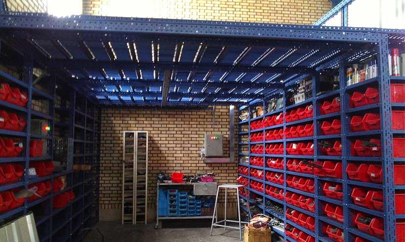 قفسه مشبک فلزی بهترین انتخاب برای انباری منزل و دکور مغازه ها